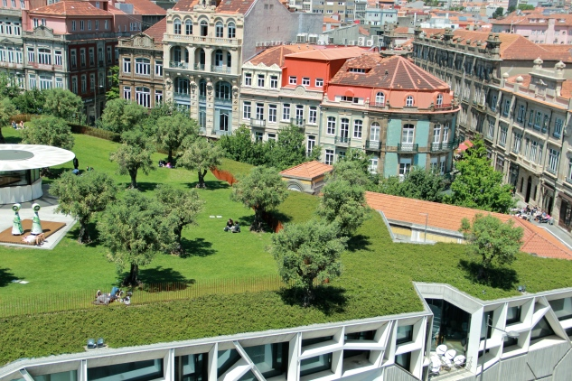 Praca de Lisboa green roof in Porto, Portugal